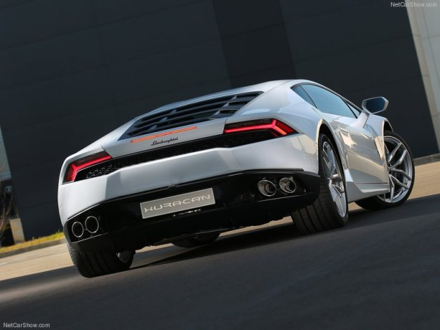 Lamborghini-Huracan_LP610-4_2015_800x600_wallpaper_07